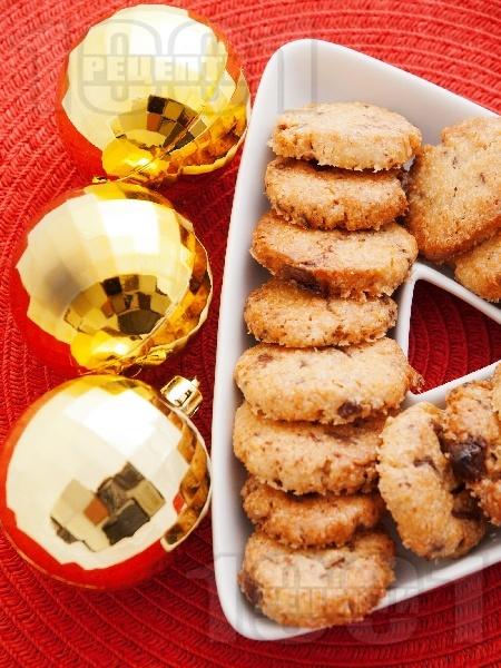 Коледни сладки с кокос и шоколад - снимка на рецептата